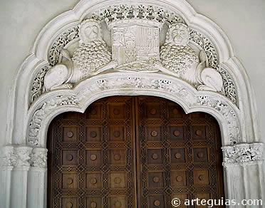 Entrada al Salón del Trono de los Reyes Católicos de la Aljafería