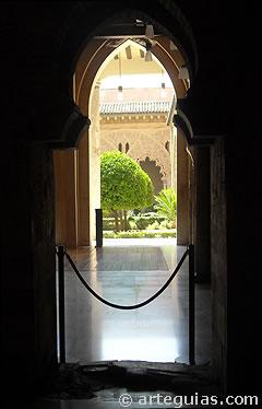 Patio de Santa Isabel, corazón del palacio