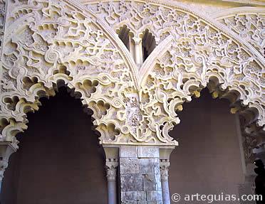 Arquerías del Patio de Santa Isabel, Aljafería