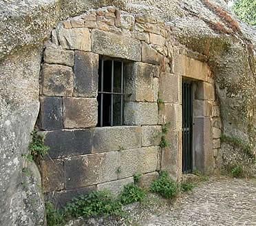 Ingreso a la iglesia de Santa Eulalia de Campo de Ebro
