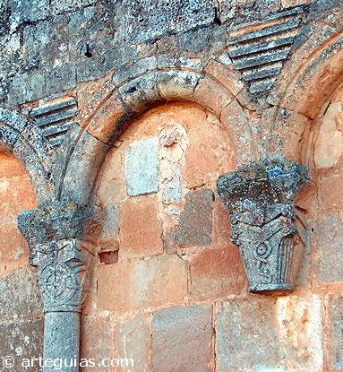 Arquerías murales del muro del ábside