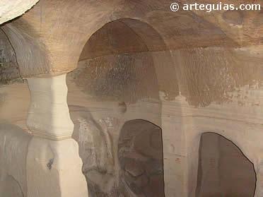 Interior de la Cueva de San Miguel de Presillas de Bricia
