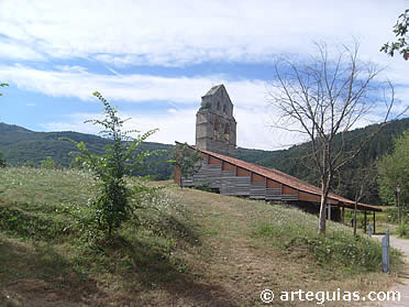 La iglesia de Santa María de Valverde desde la carretera