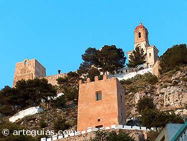 Vista del castillo de Cullera desde el casco antiguo