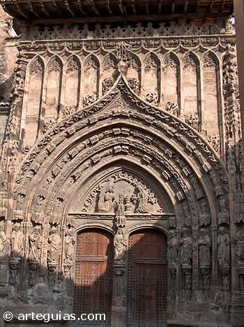 Puerta de la iglesia de  Santa María de Requena, Valencia