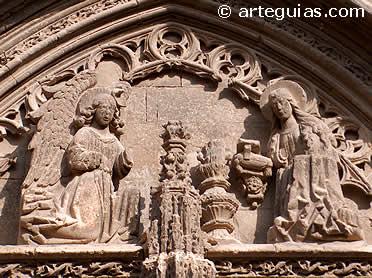 La Anunciación en el tímpano de la iglesia de Santa María, Requena